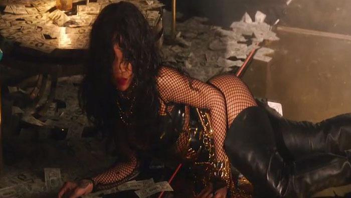 Rihanna - Pour It Up Lora Arellano