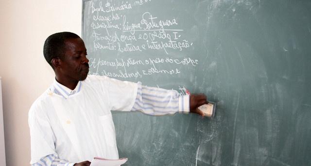 MED e Banco Mundial prevêem formar 15 mil professores