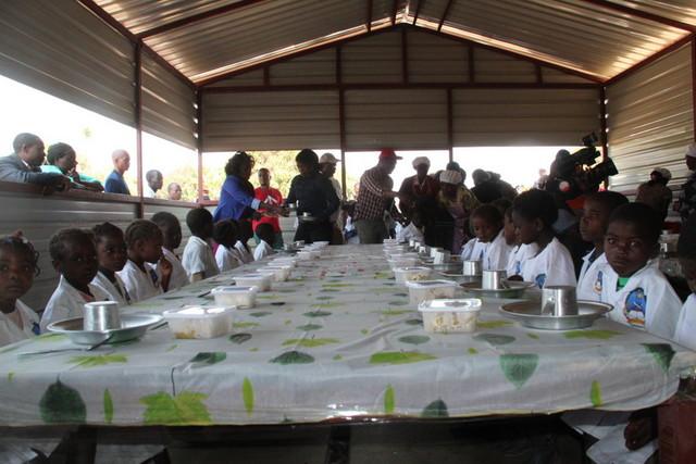 Huambo. Confirmada distribuição de merenda escolar a quatro mil alunos