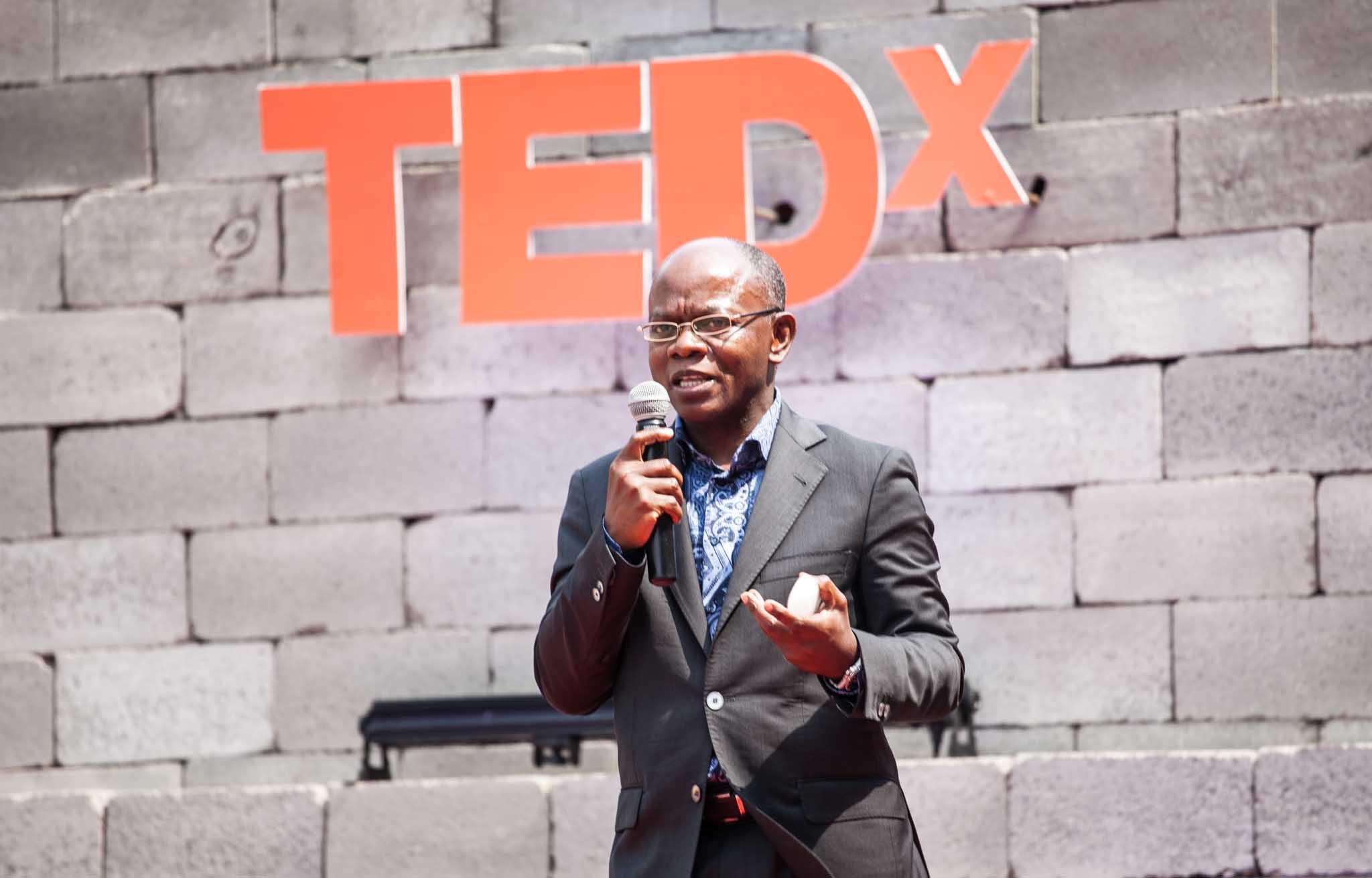 Historiador Adriano Mixinge defende um tratamento da arte voltado às questões sociais