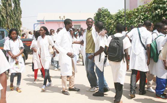 Instituto Médio de Cambambe angaria fundos para ajudar estudante a ingressar na universidade