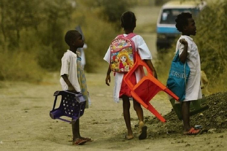 Cunene: Alunos percorrem mais de 20 quilómetros para assistir aulas