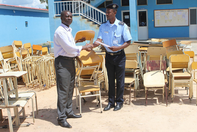 Polícia recupera material escolar no Luena