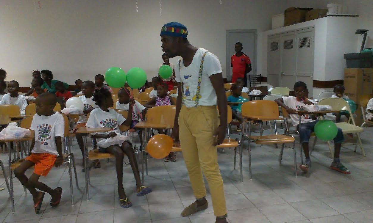 Dia da criança celebrado no Hospital Geral com palhaços terapêuticos