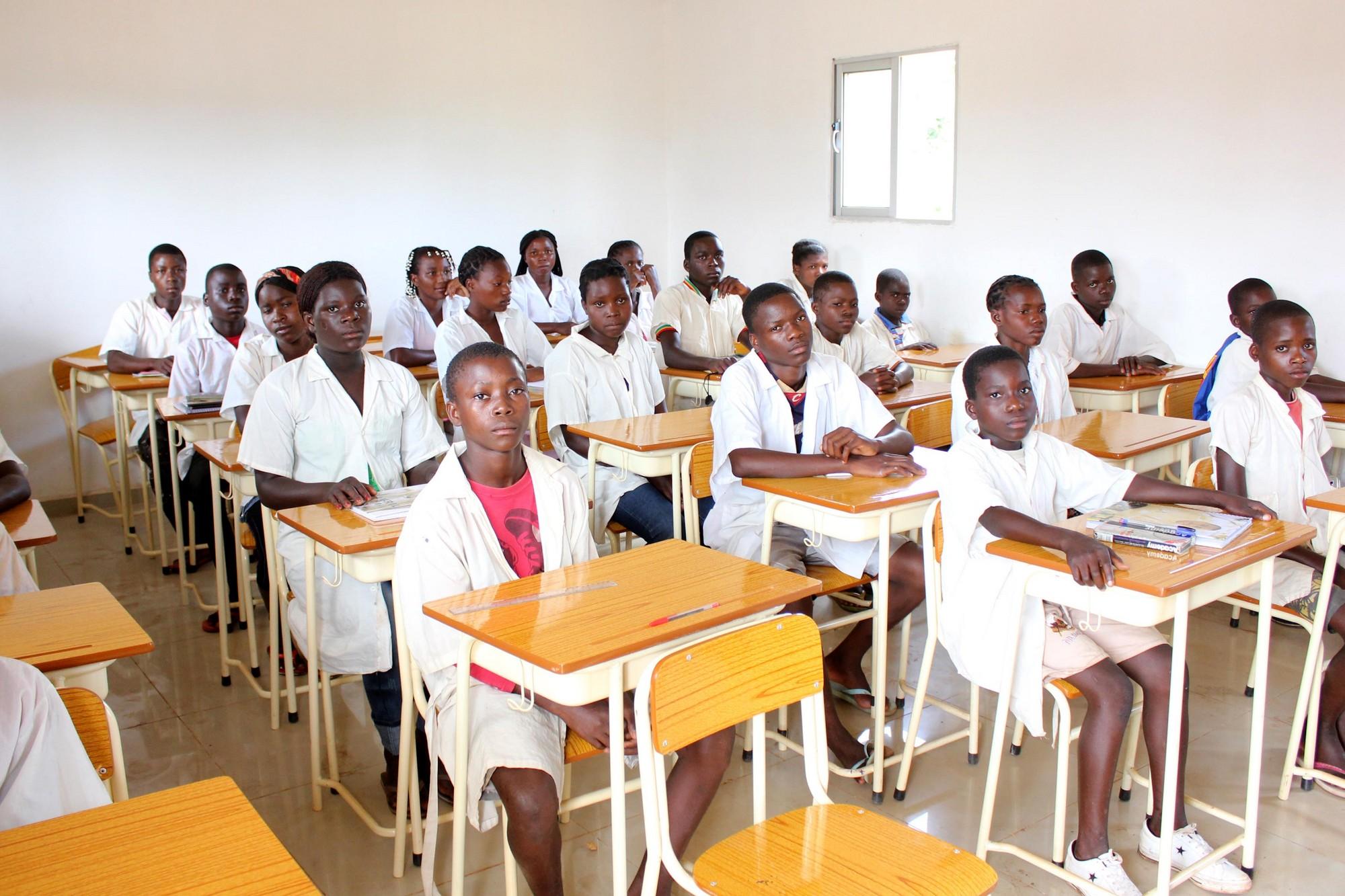 Alunos do Maquela do Zombo frequentam aulas na RDC por falta de salas