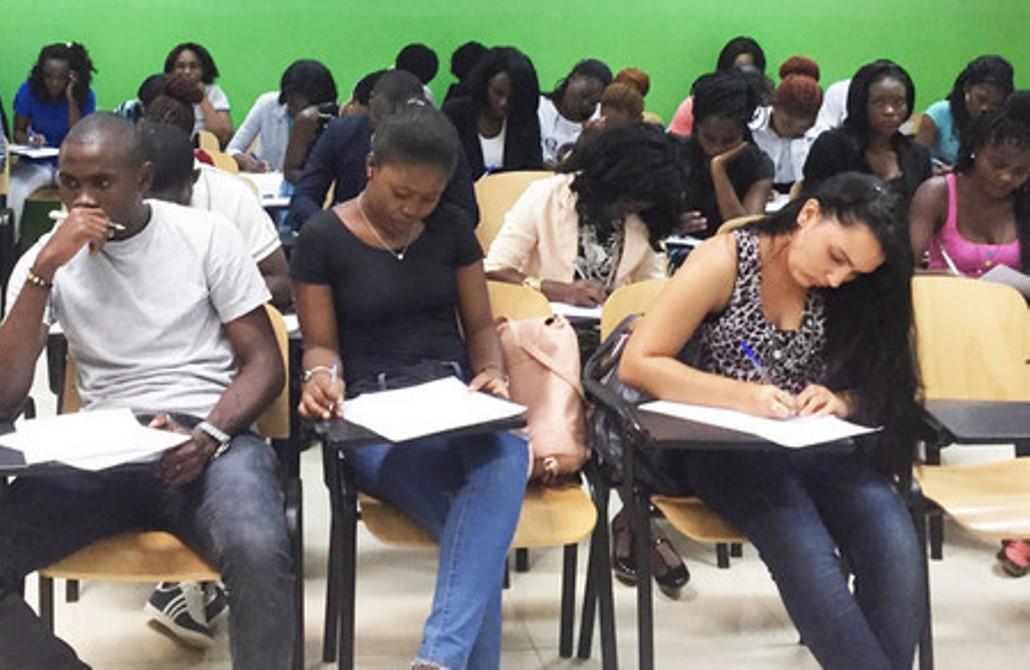 Estudantes do INSUTEC obrigados a realizar as provas em folhas A4