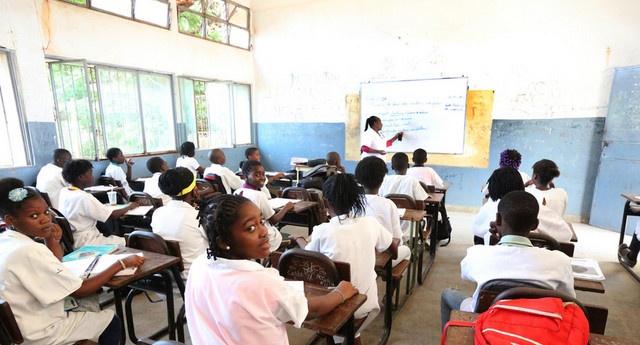 Reinício das aulas dependente do aval do Ministério da Saúde