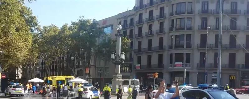 """Polícia confirma """"mortos e vários feridos"""" no ataque terrorista em Barcelona"""