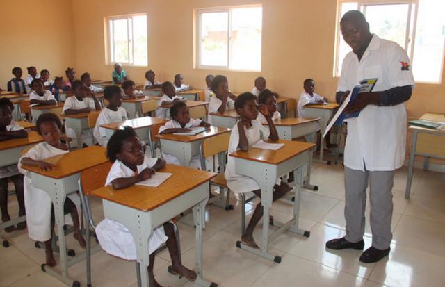 Luanda: Professores da primária terão coadjuvantes