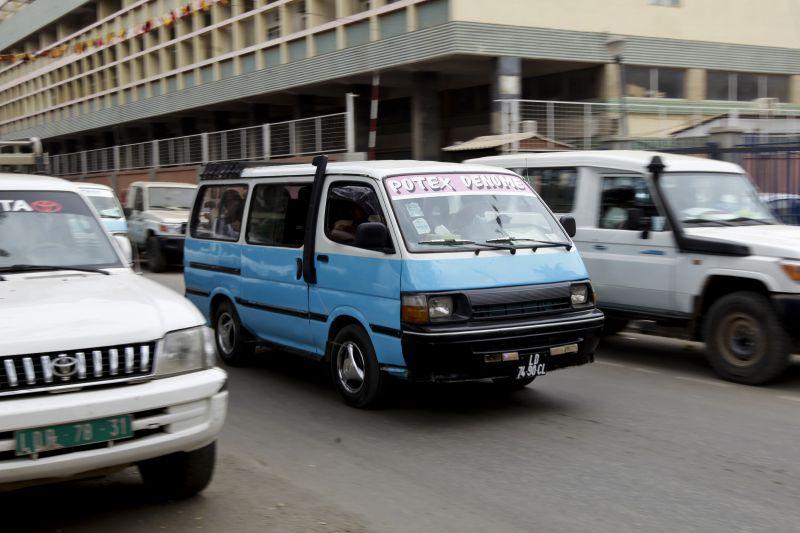Automobilistas são presenteados no mês de África