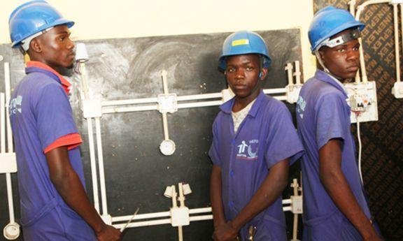 Jovens no Uíge criam pequenas empresas e garantem o auto-emprego