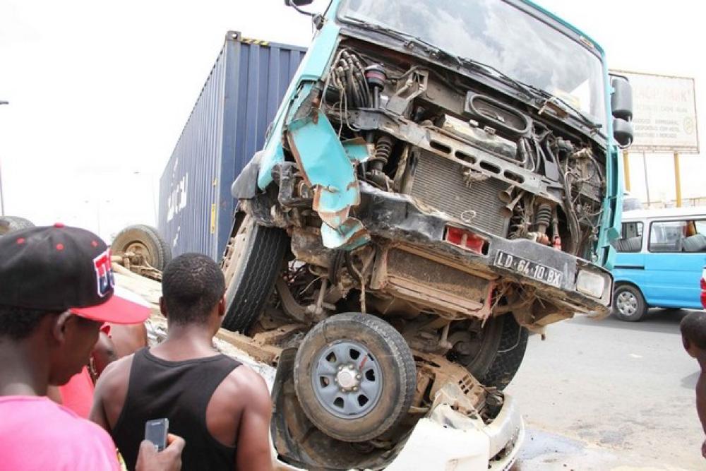 Acidente de viação provoca 18 mortos e deixa outras 11 pessoas gravemente feridas em Benguela