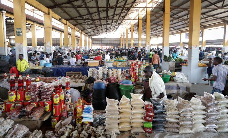 Vendedores recusam-se a ocupar lugares nos mercados de Luanda