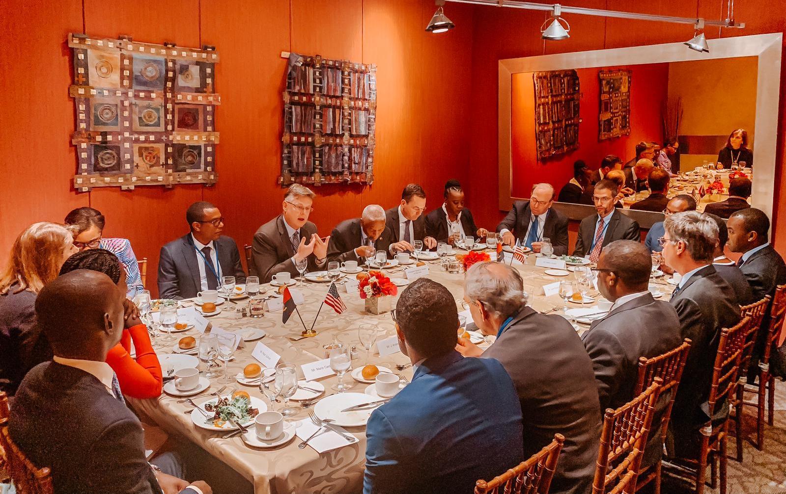 """Antigo quadro do Tesouro americano optimista com """"as medidas implementadas pelo Executivo angolano"""""""