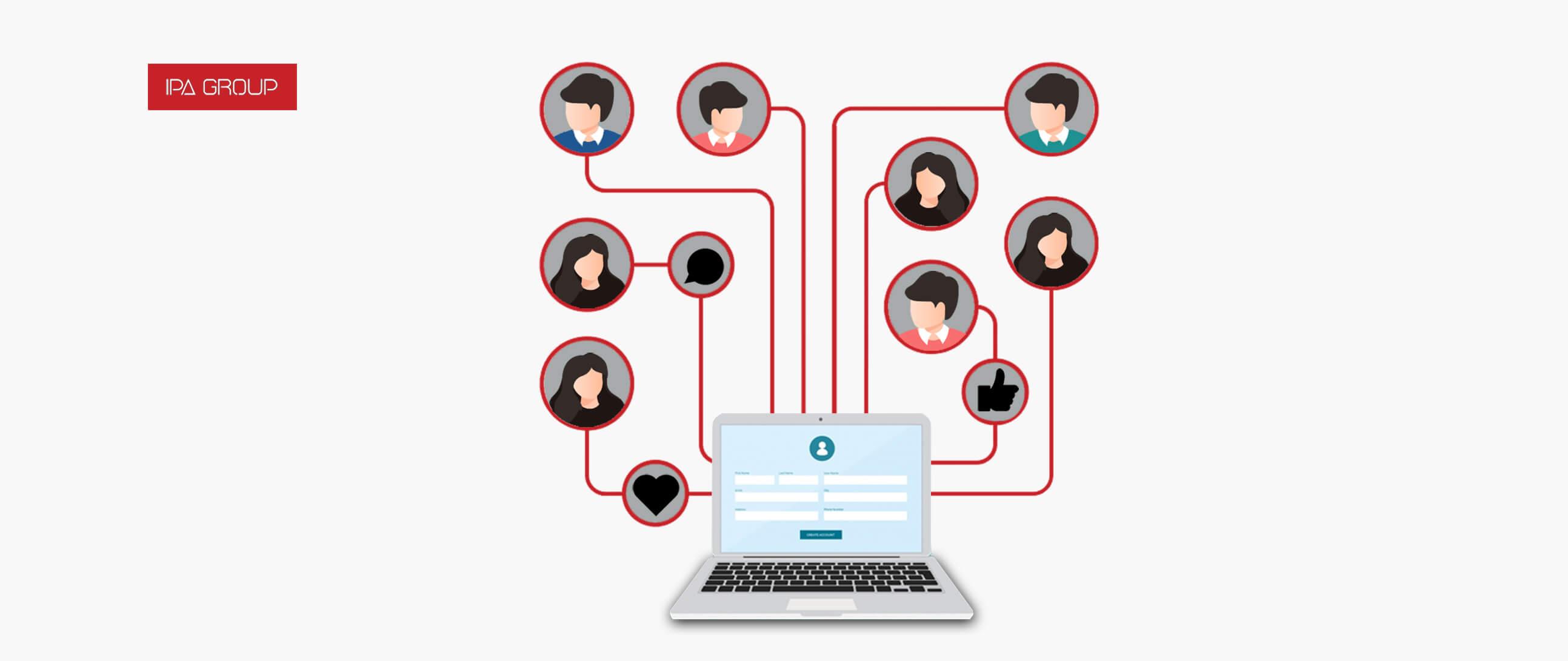 Comunicación de personas a través de una dispositivo en línea