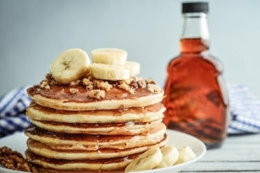 Pancakes with caramelized bananas and pecans