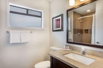 Ramada Monterey One Queen Bathroom