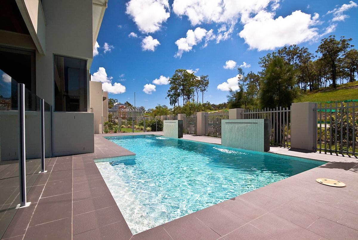 Premium Pool Package Photo
