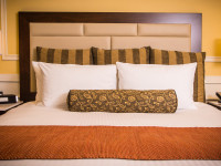 executive hotel suite bed
