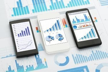 Graphics and analytics on mobile phones