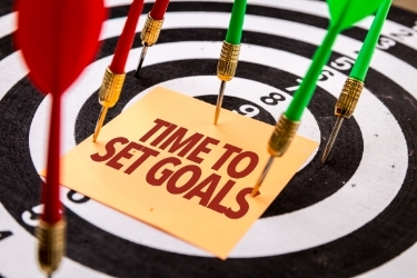 """Bulleye with a note that says """"Time to Set Goals"""""""