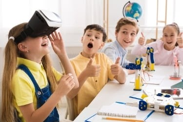 Kids learning with virtual reality