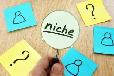 """Looking for niche - sticky note with the word """"niche"""" and a magnifier"""