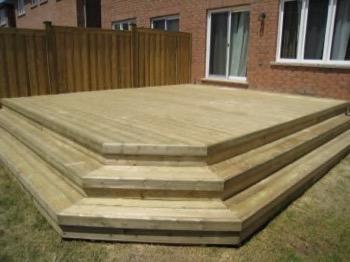 minimalist backyard deck with three stairs
