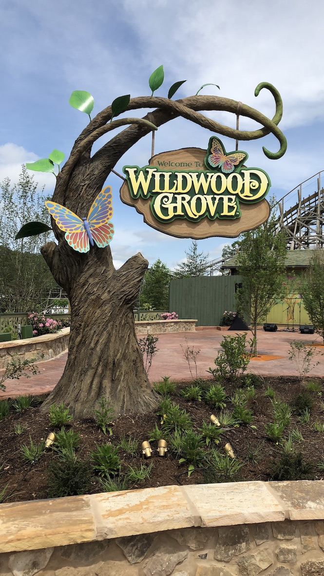 Wildwood Grove welcome sign at Dollywood