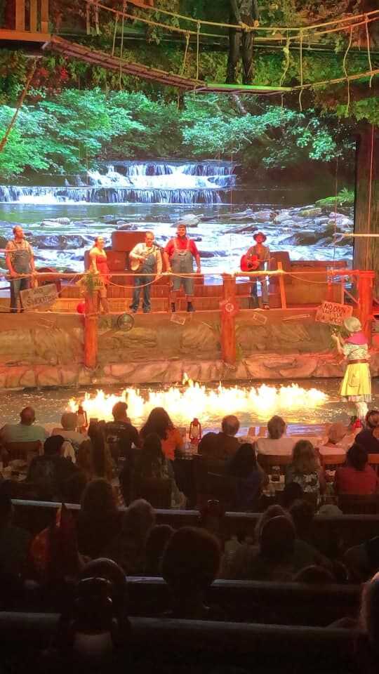 Dinner show with fire and action