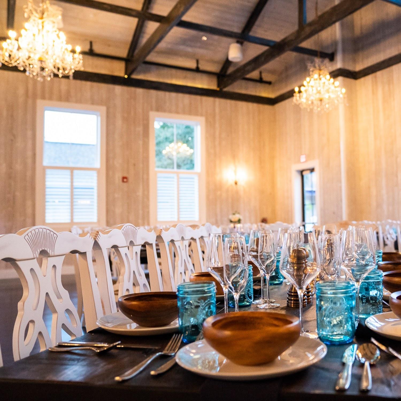 photo via barnandlounge.com, place settings of Blackwall Barn & Lounge