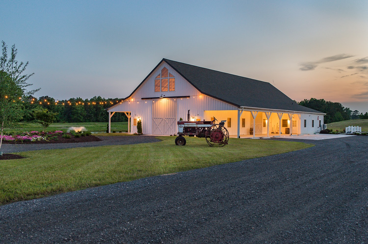 Kylan barn, photo via kylanbarn.com
