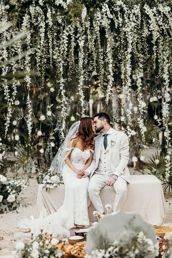 Couple kissing at wedding. photo via junebugweddings.com