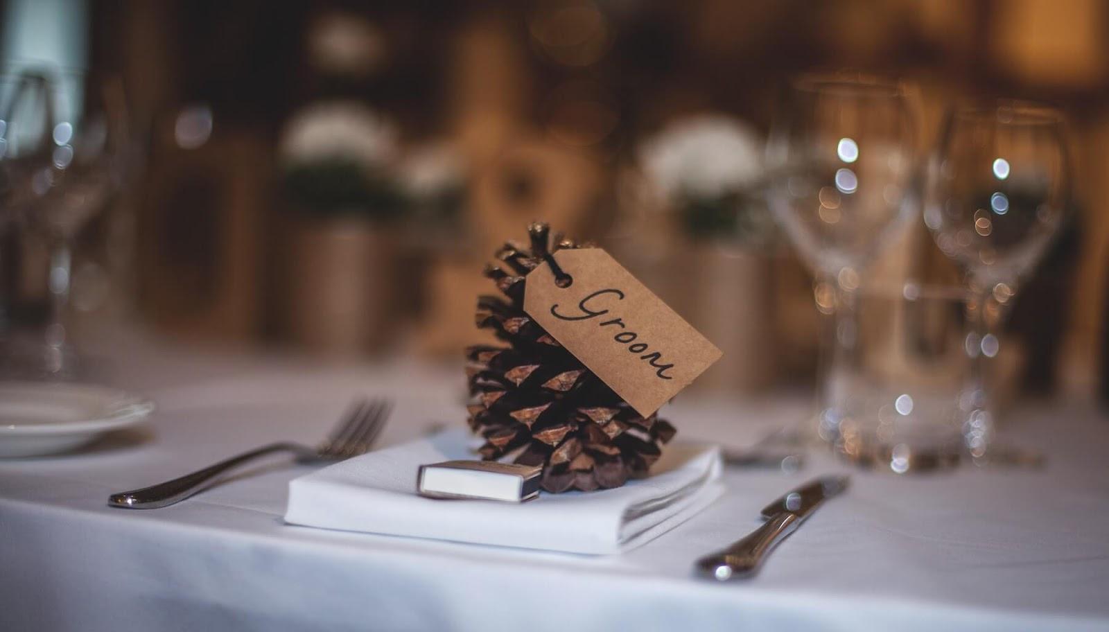 groom table setting