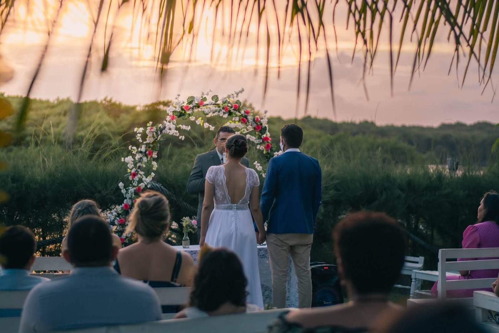 7 Tips for Keeping Your Guests Cool During Your Summer Wedding