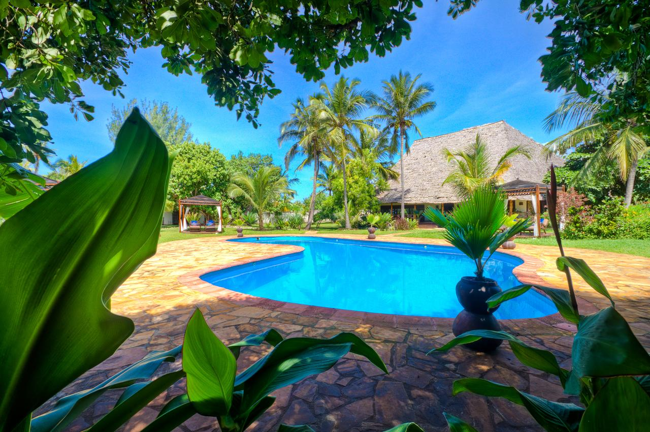 With only five villas spread in our tropical garden, Anna of Zanzibar guarantees privacy and exclusivity.