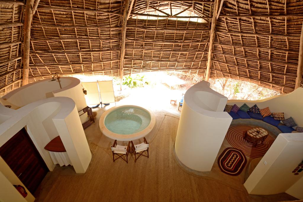 Situated on the shores of the Menai Bai, Unguja Lodge in Mkunguni features African-style thatched roof villas and houses.