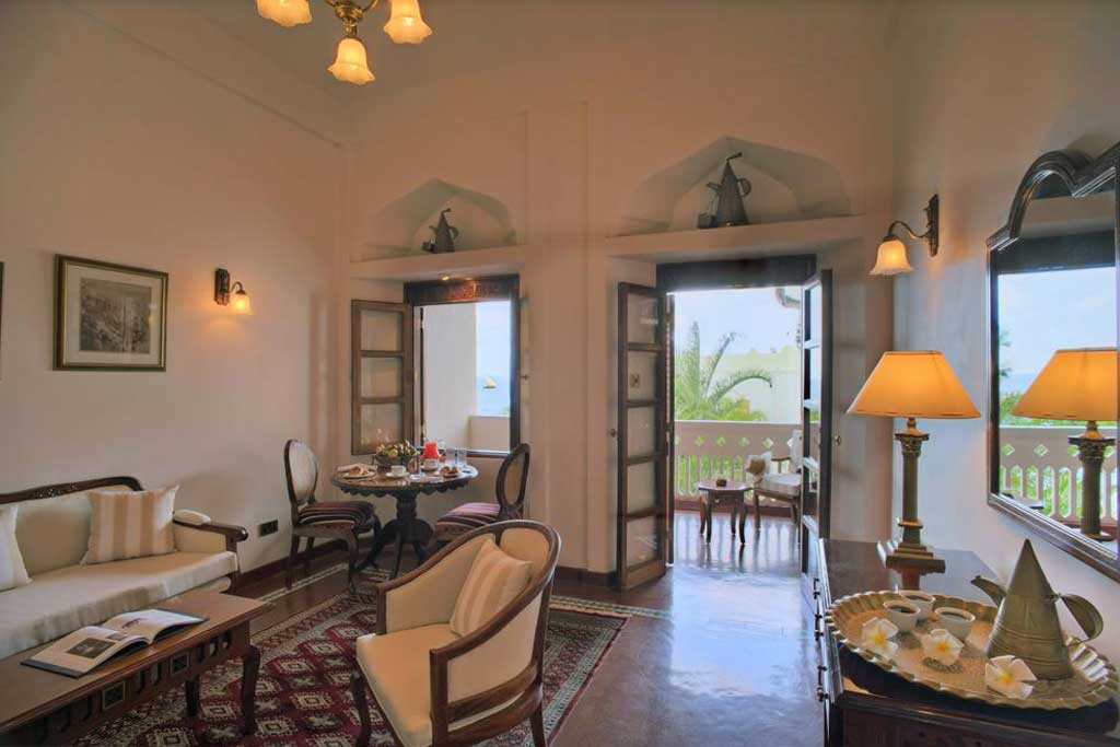 this upscale beachfront hotel facing the Indian Ocean is a 5-minute walk from Forodhani Gardens.