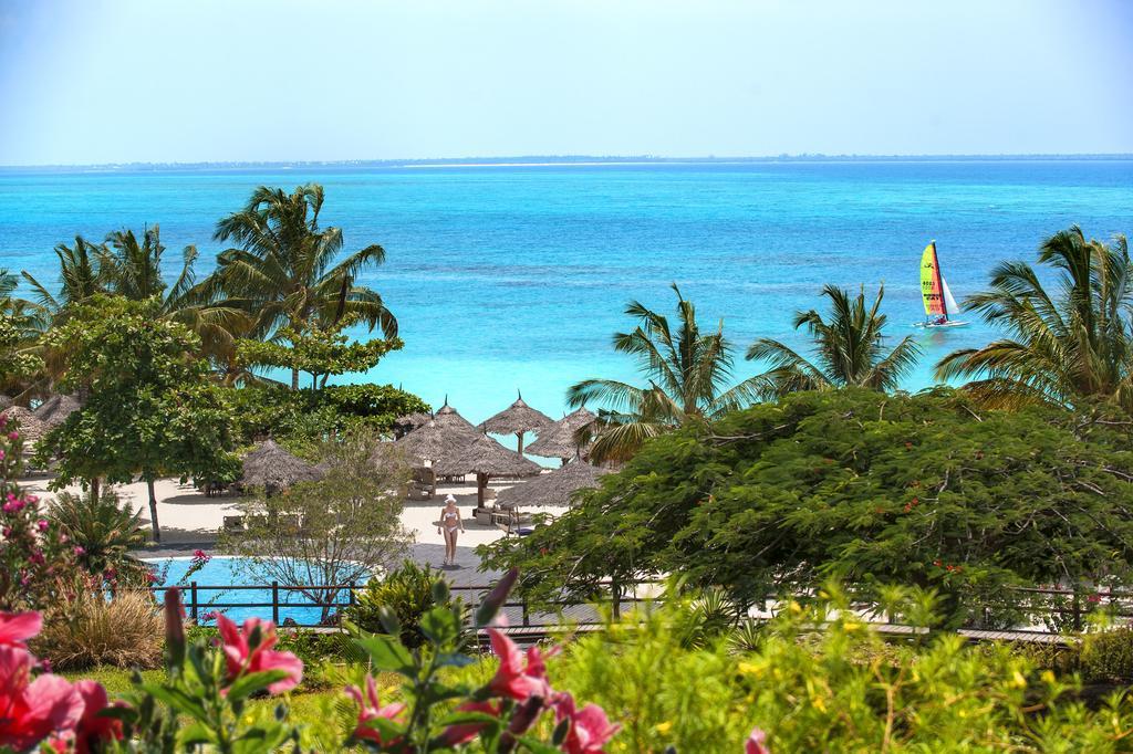 Diamonds La Gemma dell'Est resort is located on the north-western tip of the island