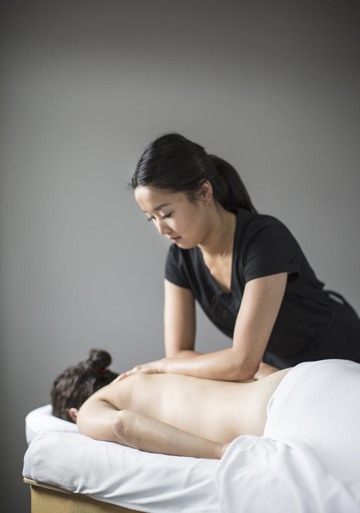 Massage d'une cliente