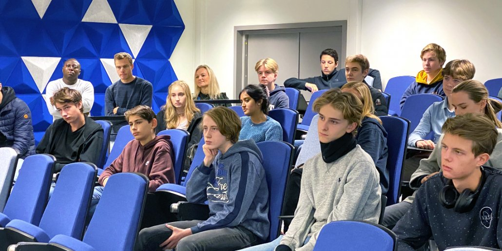 The students listened intently to all the advice from their new mentors: Steven, Henrik, Øyvind and Janne. Photo: Elisabeth Kirkeng Andersen.