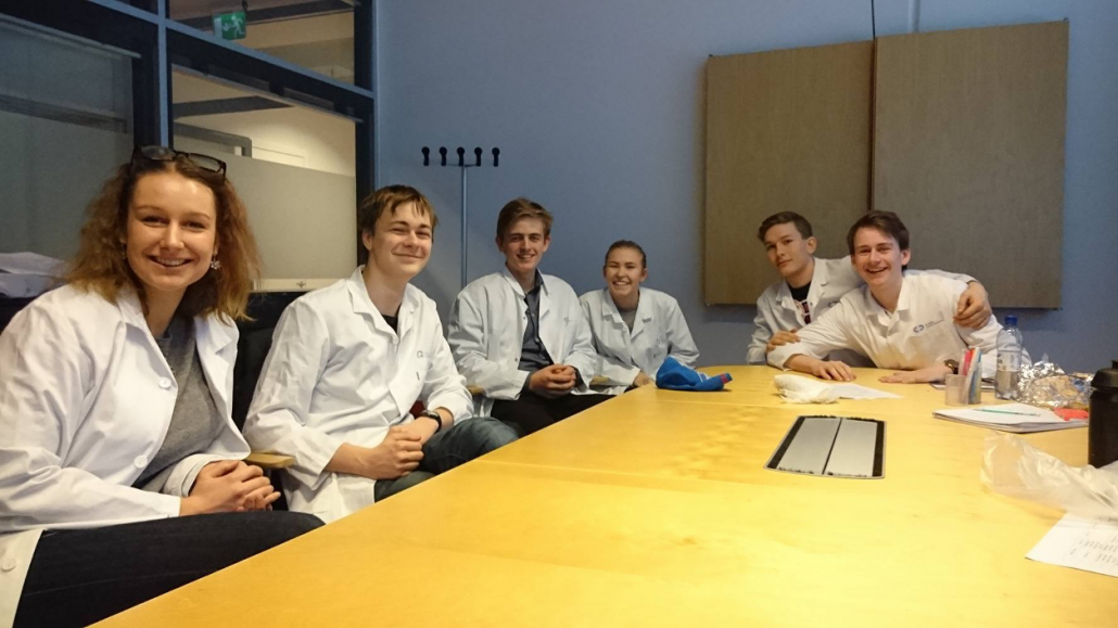 Eivind and his co-students from Ullern at a placement at the Department for Radiobiology at the Radium Hospital in 2016. Photo: Elisabeth Kirkeng Andersen