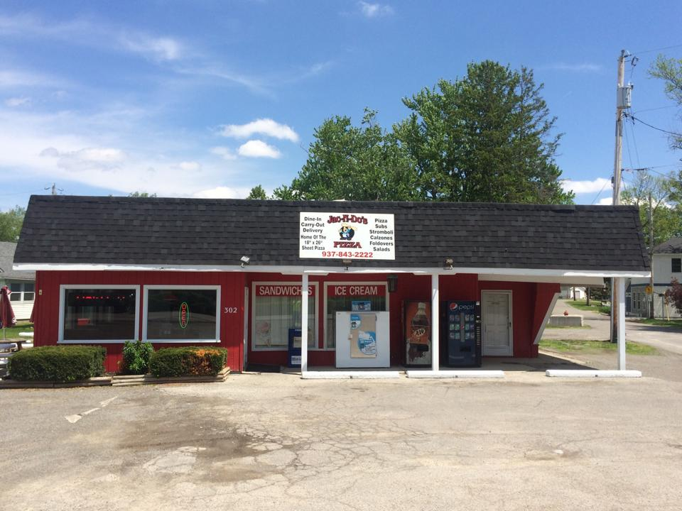 exterior of Jac n' Dos Pizza in Russell's Point Ohio