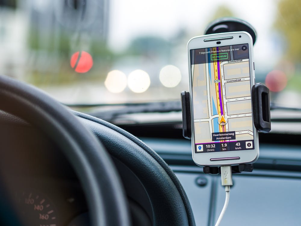 smartphone with gps in a car