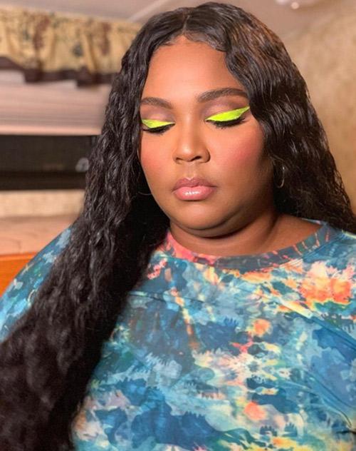 Lizzo make-up look - yellow eyeliner