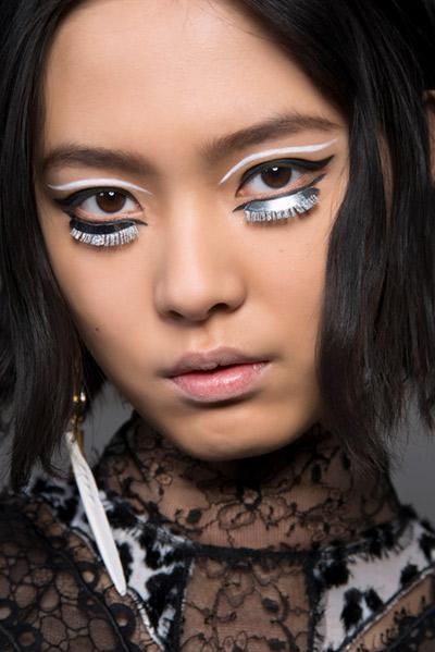 Graphic eye make-up