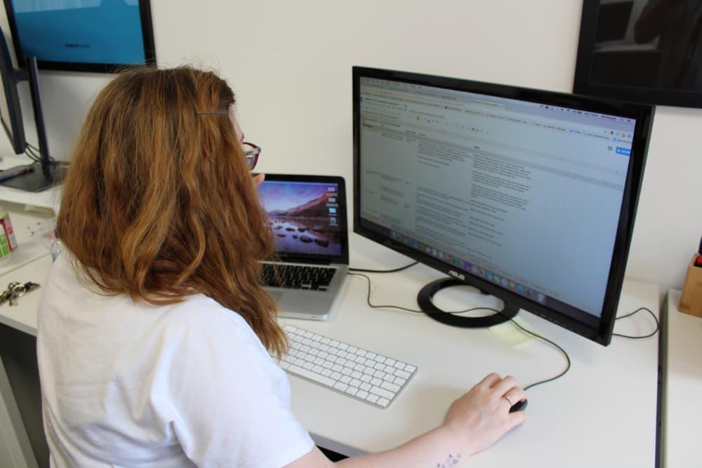 Adi Murphy conducting a user test