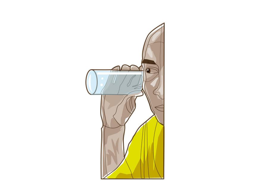 Homem tenta ouvir algo com um copo