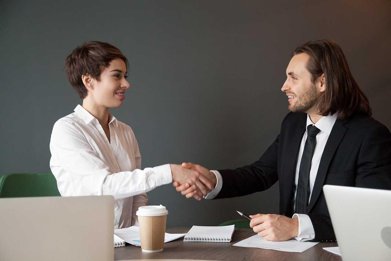 O que é outsourcing de equipamentos de TI, quais suas vantagens e como escolher um fornecedor