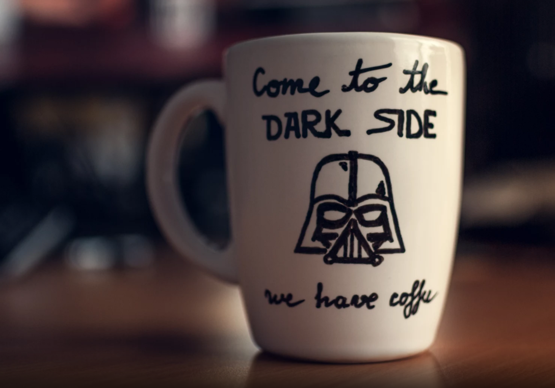A profissão do futuro é Freelancer - Caneca the dark side, star wars